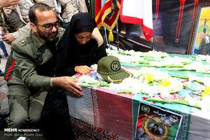 عکس/ وداع مردم اصفهان با پیکر شهید 4 ساله