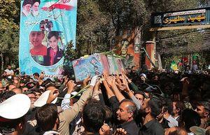 عکس/ مادر شهید 4 ساله حادثه تروریستی اهواز در تشییع پسرش