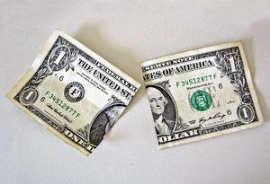 زمزمههای کاهش قیمت ارز در بازار/ چرا دلار ارزان میشود؟+ فیلم
