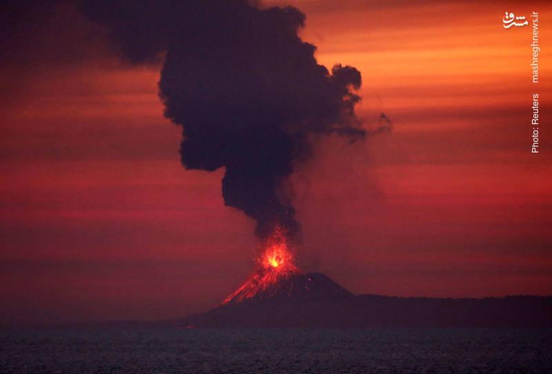 فعالیت آتشفشان آناک کراکاتائو در اندونزی