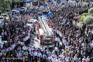 عکس/ تشییع یک شهید آتشنشان در روز آتشنشان
