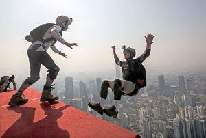 عکس/ پرش از ارتفاع 300متری در مالزی