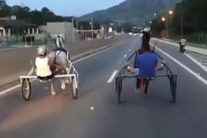 فیلم/ حادثه در مسابقه گاری سواری در جاده!