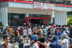 فیلم/ غارت فروشگاهها توسط زلزله زدگان اندونزی!