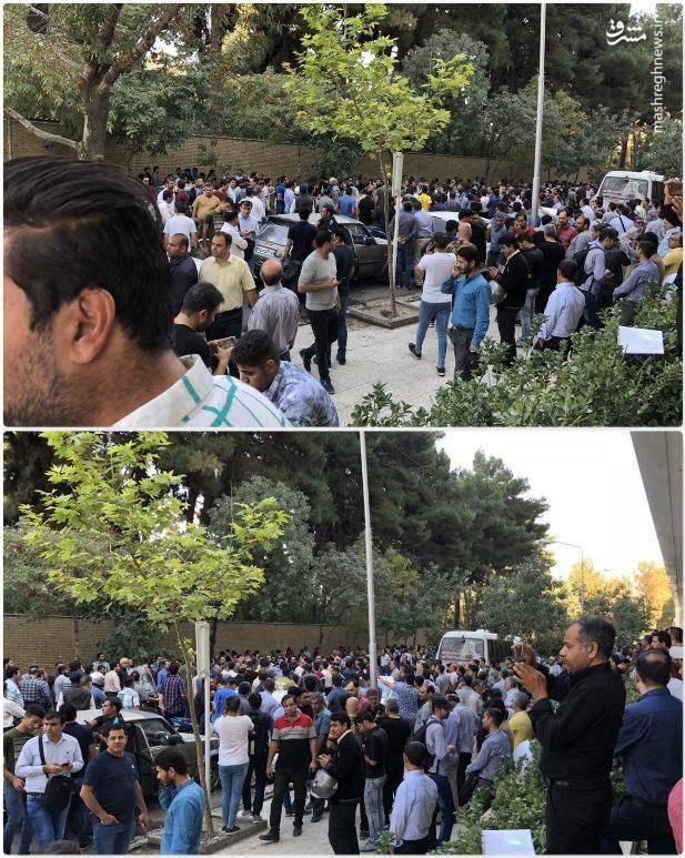 تجمع مردم مشهد برای فروش دلار