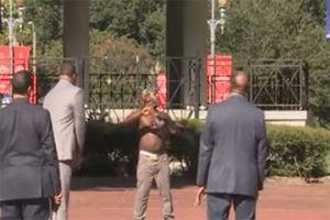 فیلم/ لحظه دستگیری مرد قمه کش در آمریکا!