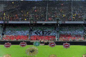 تصویر موزاییکی از پرچم ایران در ورزشگاه آزادی