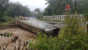 عکس/ تخریب پل قلعه رودخان بر اثر سیل!