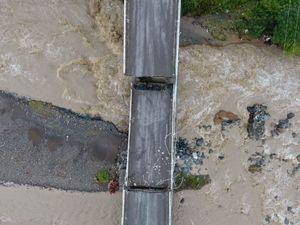 تصاویر هوایی از پل تخریب شده در سیل