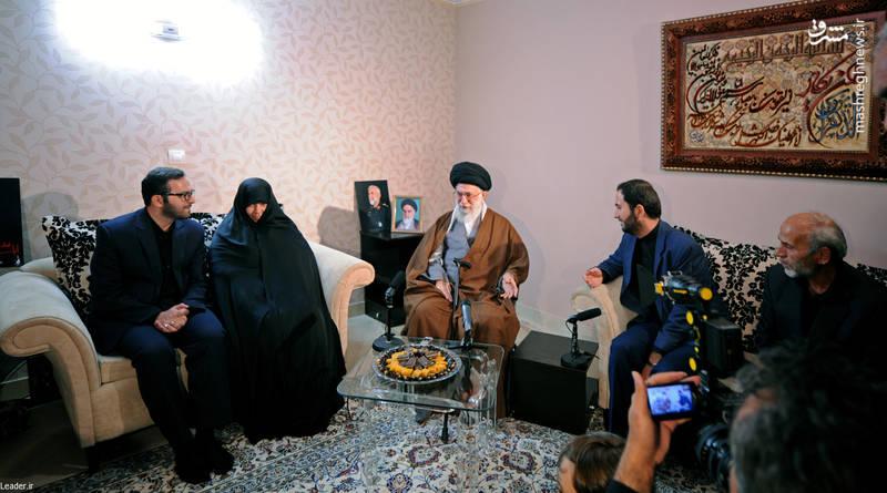 حضور رهبر انقلاب در منزل سردار شهید حسین همدانی و دیدار با خانواده ایشان