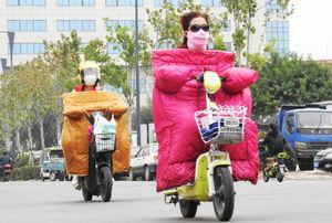 عکس/ پوشش جالب موتورسواران چینی در سرما