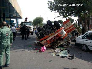 عکس/ واژگونی یک مینیبوس با 25 مسافر در تهران