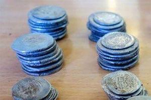 عکس/ کشف سکه های 1200 ساله در ایلام!
