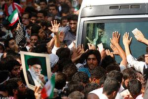 فیلم/واکنش نوجوان بجنوردی به هدیه رهبرانقلاب