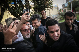 عکس/ هجوم سلفیبگیران به مراسم ختم شفیع