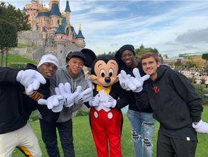 عکس/ ستارههای تیم ملی فرانسه در کنار میکیماوس