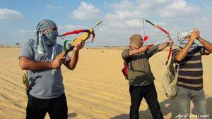 «تیراندازی با کمان» شیوه جدید مبارزه فلسطینیها +عکس