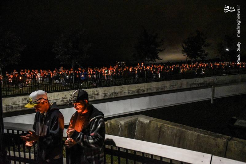 تجمع شمعبدستان به یادبود 20 جانباخته یک تصادف در آمستردام