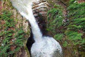 عکس/ آبشار 15متری در استان گیلان