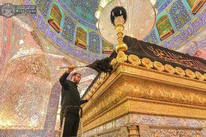 عکس/ غباروبی حرم حضرت علی(ع) در آستانه اربعین
