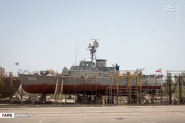 ارتش ناوشکن 200 متری میسازد
