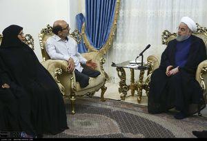عکس/ دیدار صمیمی روحانی با خانواده جانباز 70 درصد