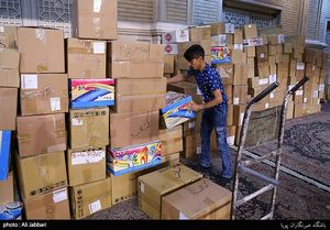 آماده سازی هدایا برای میزبانان اربعین