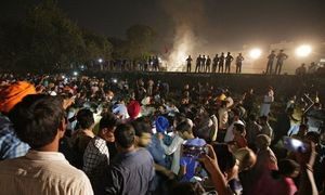 برخورد قطار با انبوه جمعیت در هند