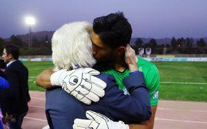 عکس/ بوسه تشکرآمیز شفر برگونه حسینی
