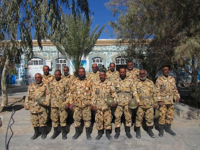 سربازانی با ریشهای سفید در مرکز 08 خاش