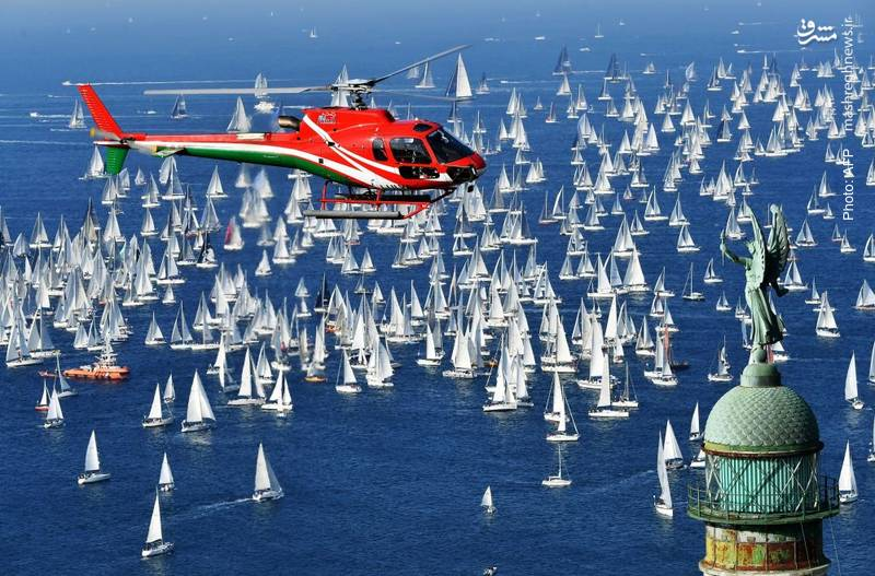 مسابقه قایق های بادی در ساحل بارسلونا