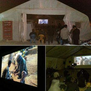 """اکران فیلم های """"تنگه ابوقریب"""" و """"به وقت شام"""" در مرز مهران به صورت رایگان با استقبال خوب زائران مواجه شده است"""