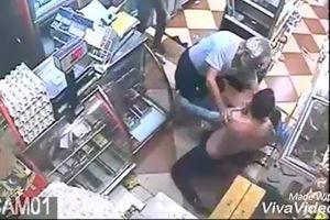 فیلم/ حمله اراذل به یک سوپرمارکت!
