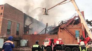 عکس/ آتش سوزی مهیب در کارخانهای در قفقاز