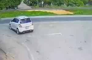 فیلم/ تصادف عجیب و سه خودرو در جاده!
