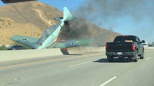 عکس/ سقوط یک هواپیما در بزرگراه لسآنجلس