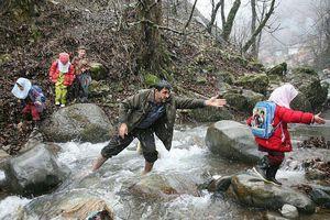 عکس/ مسیر خطرناک دانشآموزان گیلانی