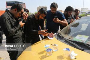 عکس/ ازدحام زائران برای دریافت ارز دولتی در نجف