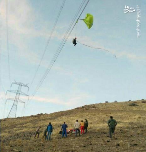سقوط چترباز ۶۵ ساله بر روی کابل برق فشار قوی در کرج