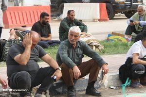 عکس/ سردرگمی مردم برای دریافت دینار در نجف