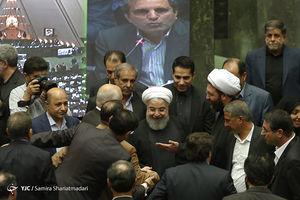 فیلم/ بوسیدن دست روحانی توسط نماینده مجلس!