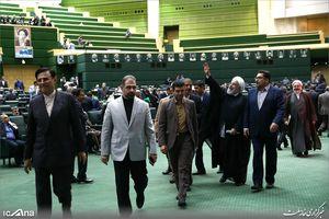 عکس/ بدرقه رئیس جمهور از صحن علنی مجلس