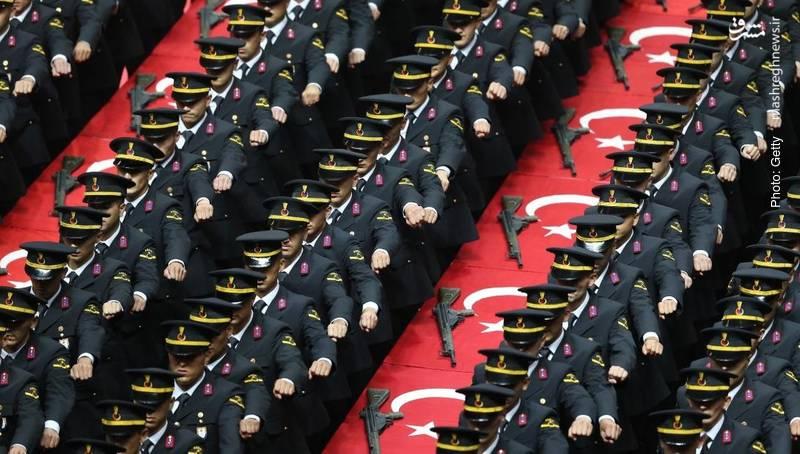 مراسم سوگند دانشجویان یک دانشکده افسری در ترکیه