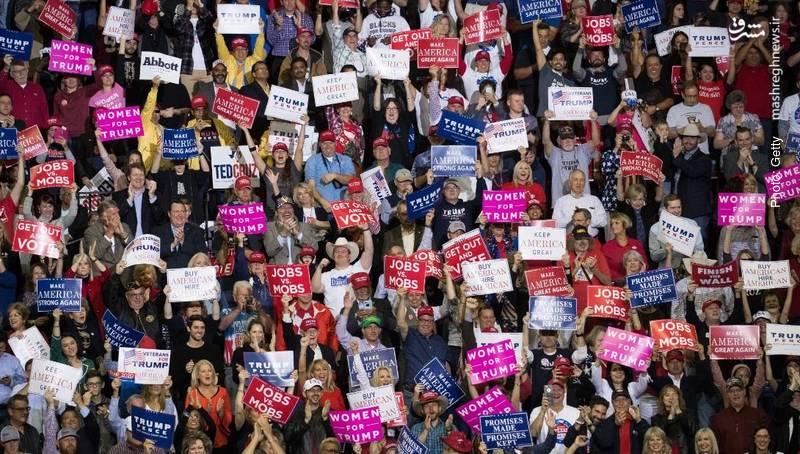 میتینگ انتخاباتی در هیوستن تگزاس که در آن ترامپ برای پیروزی تد کروز، نامزد جمهوریخواه سخنرانی کرد. کروز در انتخابات ریاستجمهوری برای ترامپ سخنرانی کرده بود. هر ایالت در آمریکا دو سناتور انتخاب میکند.