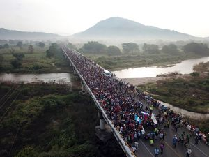 استقرار نظامیان برای مقابله با مهاجران به آمریکا