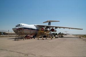 فیلم/ تعمیر موتور هواپیمای ایلوشین توسط متخصصان نهاجا