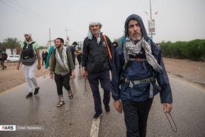 پیادهروی اربعین زیر باران