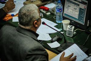 نوشتههای عجیب روی میز نماینده مجلس +عکس