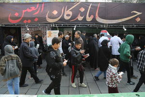 پیاده روی جاماندگان اربعین به سمت حرم حضرت عبدالعظیم