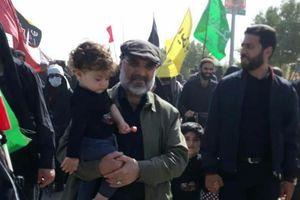 عکس/ رئیس رسانه ملی و نوهاش در راهپیمایی اربعین